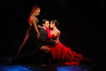Rojo Tango Show mit optionalem Abendessen in Buenos Aires