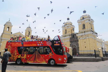 Stadtrundfahrt durch Lima mit oben offenem Bus, optional mit Tour...