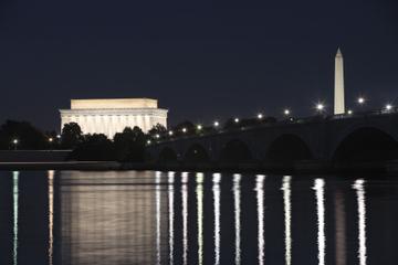 Recorrido por los monumentos de Washington D. C. por la noche en...