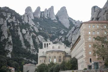 Montserrat y cata de vinos y tapas...