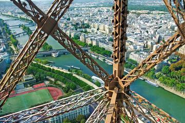 Rundtur bakom kulisserna vid Eiffeltornet med Champ de Mars ...