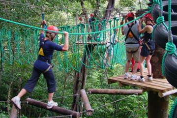 Aventura en cuerdas altas y puentes colgantes en Adventure Park Costa...
