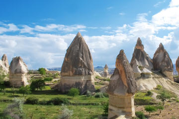 Excursion sud de la Cappadoce : Cavusin, Vallée rouge, cité...