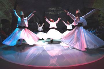 Show mit wirbelnden Derwischen in Istanbul