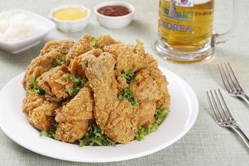 現地の人のように食事を楽しむ:漢江イブニング ツアーと韓国風鶏の唐揚げ