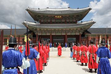 Historische Seoul-Tour: Cheongwadae Sarangchae und Gyeongbokgung...