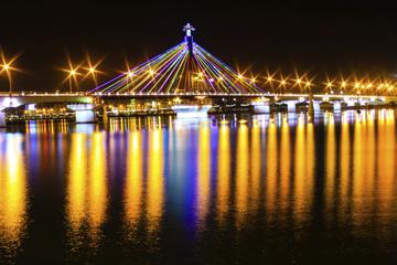 Vistas nocturnas de Seúl, incluyendo la Torre Seúl N, y crucero por...