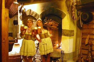 Experiência de Jantar em Cracóvia: Tradicional Almoço ou Jantar...