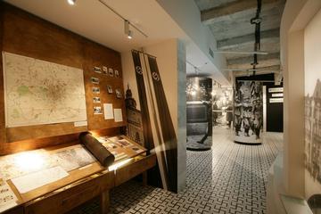 Visite en groupe du musée de l'usine...