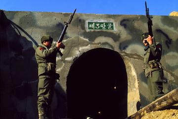 Recorrido por la zona desmilitarizada (DMZ) y área de seguridad...