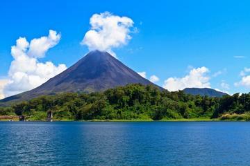 Excursión de un día al Volcán Arenal y a las aguas termales desde...