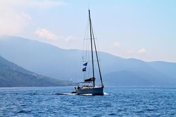 Tour privato: gita in barca a vela da Atene