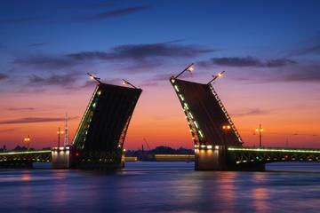 Crucero a medianoche por San Petersburgo: Puentes levadizos y canales