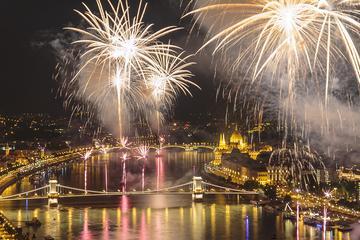 Celebración del día de San Esteban en un crucero con cena y fuegos...