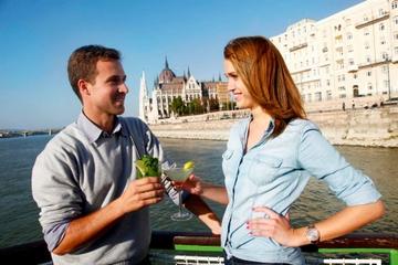 Crucero con cóctel y cerveza en Budapest
