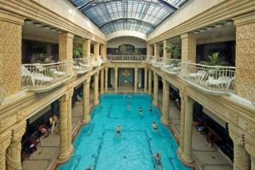 Entrée privée aux bains Gellert de Budapest avec massage en option