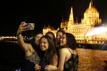 Moonlight Cocktail Cruise on the Danube in Budapest
