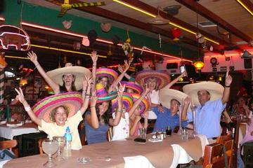 Crucero de bienvenida con fiesta mexicana con traslado de ida y...