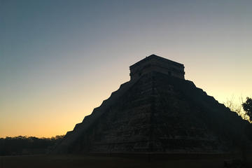 Full-Day Sunrise Tour of Chichen Itza from Cancun with Breakfast