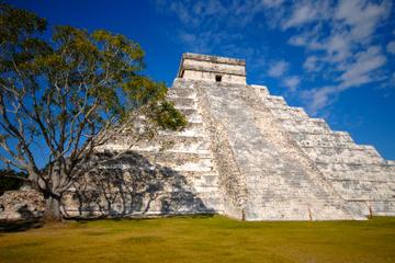 Riviera Maya Combo: Chichen Itza Tour plus Dolphin Xtreme