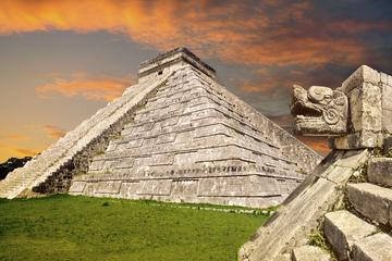 Viator VIP: Chichen Itza Tour and Light and Sound Show Including Mayan Appetizers and Luxury Transport