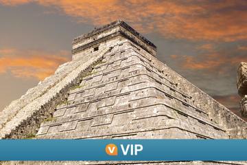 VIP de Viator: Visita a Chichén Itzá y espectáculo de luz y sonido...