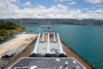 Visite touristique du site de Pearl Harbor et de la ville d'Honolulu...