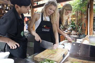 「チュアン・コートヤードの料理教室と現地のスパイス市場の訪問を楽しむ半日のツアー」の画像検索結果