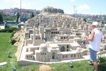 Cuerno de Oro y parque Miniatürk en Estambul
