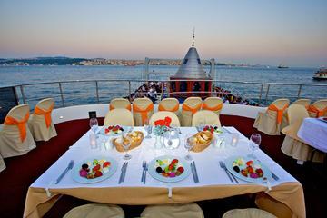 Kryssning på Bosporen i Istanbul med middag och magdansshow