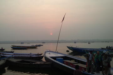 Private Sunrise Boat Ride on the River Ganges in Varanasi
