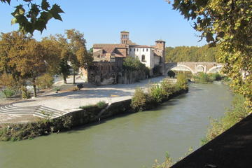 Rome Walking Tour of Tiber Island and Basilica di San Nicola in Carcere