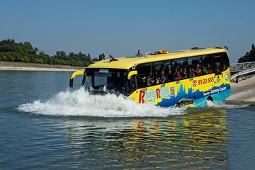 Hyr en flytande buss för sightseeing i Budapest – på land och vatten