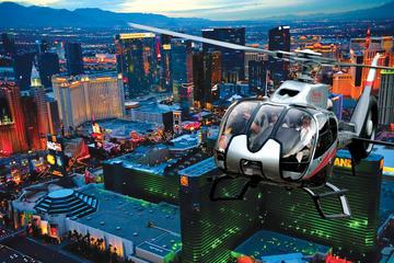 Kvällsflygtur över Las Vegas Strip med helikopter med transport