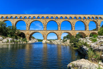 Excursão de Um Dia a Avignon, Les...