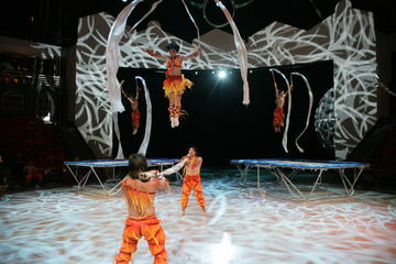 Shanghai Circus World: ERA Intersection of Time Acrobatics Show
