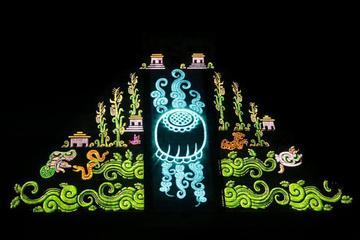 Chichén Itzá de día y de noche: Visita guiada por arqueólogo, cena y...