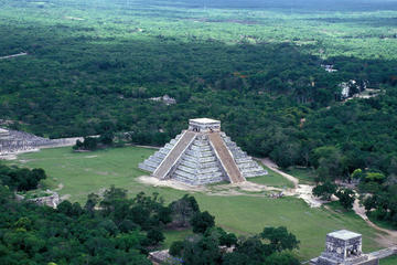 Chichen Itza Day Trip by Plane: Small-Group Archaeologist-Led Tour with Mayan Jungle Flight