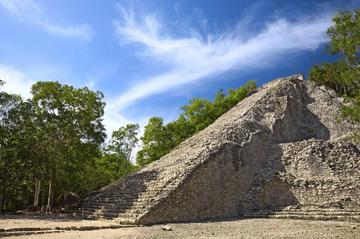 Exklusivt för Viator: Arkeologguidad tur från Cancún med tidigt ...