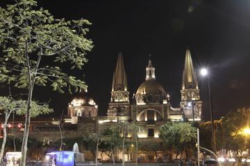 Guadalajara à noite: Bar Crawl e Excursão Turística Panorâmica
