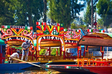 Private Combo Tour: Xochimilco, Coyoacán and Frida Kahlo Museum