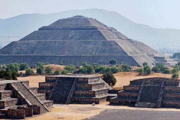 Visite des Pyramides de Teotihuacan en début de matinée en compagnie...