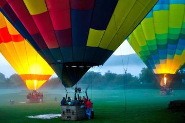 Passeio em balão de ar quente pelo vale Napa com brunch e espumante