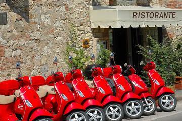 ピサ発キャンティでヴェスパに乗る終日ツアー