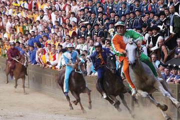 フィレンツェ発シエナの競馬パーリオ見物とディナ…