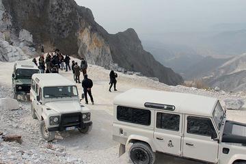 ルッカ発カッラーラ大理石採石場とピサのツアー
