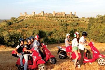 Il tour di Siena in Vespa include il pranzo presso un'azienda