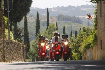 Tour di un giorno in Vespa in Toscana con pranzo e partenza da Firenze