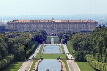 Excursión de un día al Palacio de Caserta y compras en La Reggia...