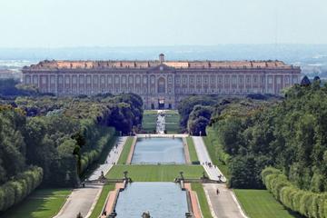 Viagem de um dia pelo Palácio de Caserta e compras em La Reggia...